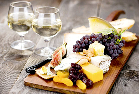 Food and White Wine Image via genuineaccess.com  Why White and Red Wines Compliment Certain Foods