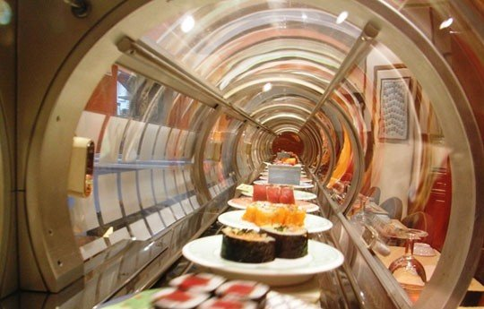 sushi conveyor2 Conveyor Belt Sushi: A Surprise for Business